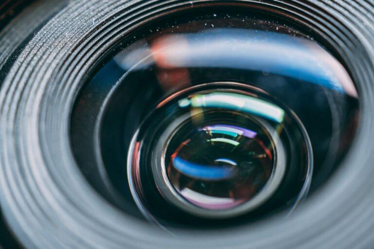 Какие цифры на объективах камер и какую разницу они имеют?